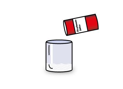 Añadiendo bicarbonato al vaso donde haremos el experimento del volcán