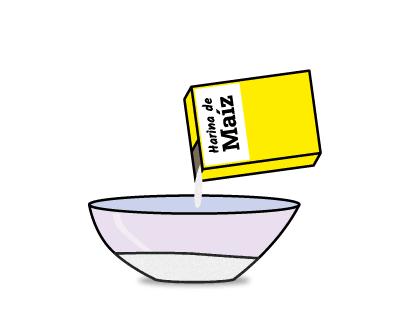 Empezamos nuestro experimento de nieve casera añadiendo harina de maíz en el bol
